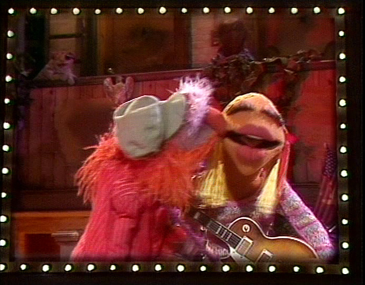 TMGTTM-ActNaturally-KissJanice Muppet Costume