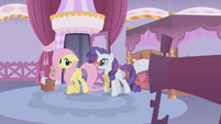 Rarity walks alongside Fluttershy S1E14