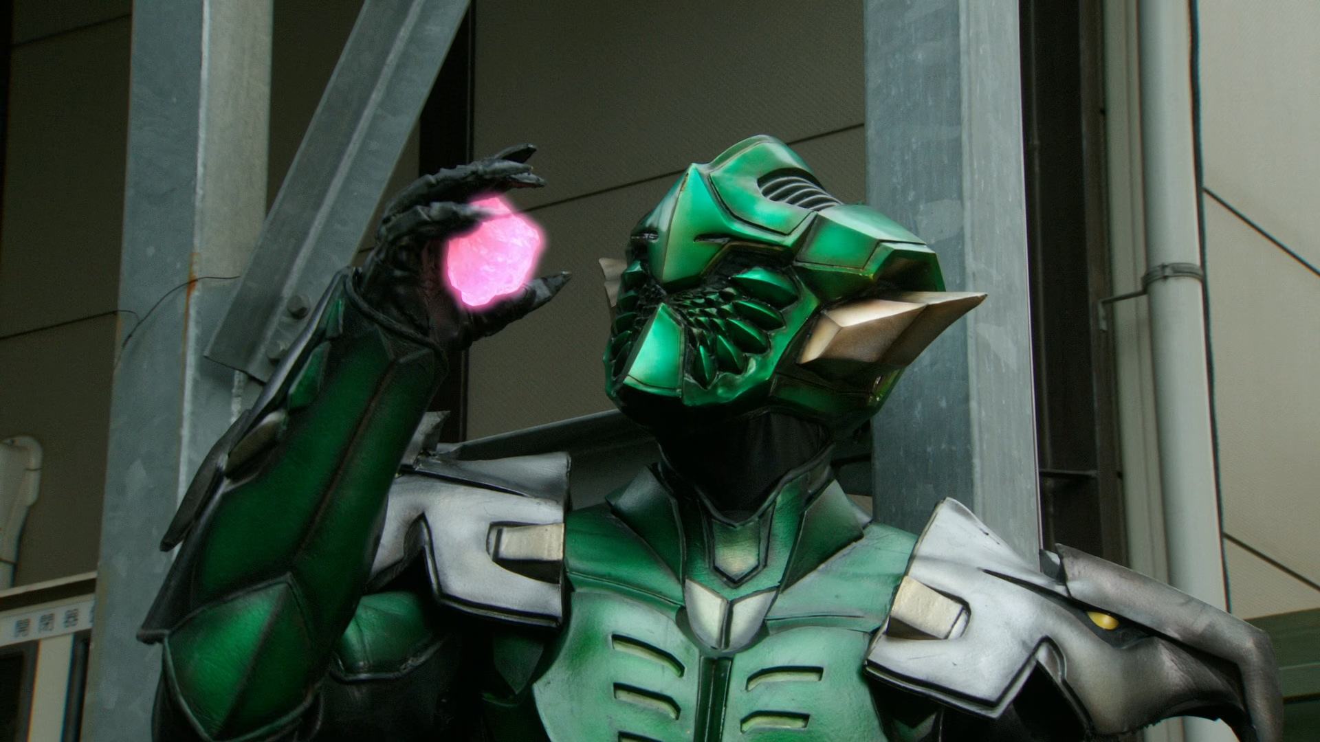 http://static1.wikia.nocookie.net/__cb20130908054711/kamenrider/images/9/9a/Gremlin_with_Philosopher%27s_Stone.jpg