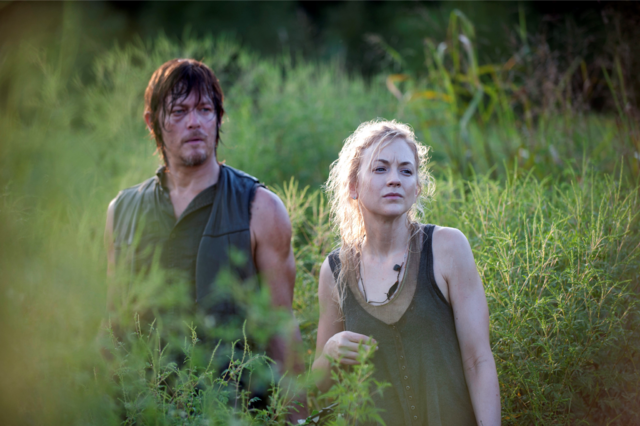 http://static1.wikia.nocookie.net/__cb20140216120405/walkingdead/images/thumb/d/df/Inmates_Daryl_and_Beth.png/640px-Inmates_Daryl_and_Beth.png